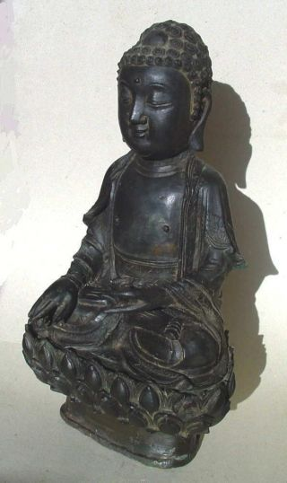 Large Ming dynasty bronze figure of Buddha 2
