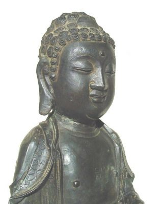Large Ming dynasty bronze figure of Buddha 3