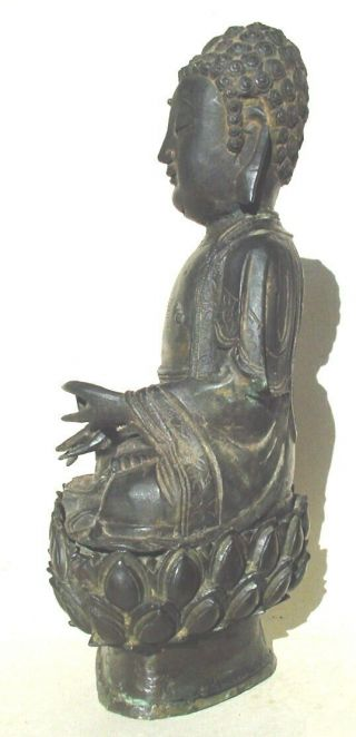 Large Ming dynasty bronze figure of Buddha 9