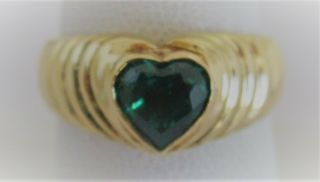 Vintage 18 Karat Yellow Gold And Heart Shape Colombian Emerald Ring