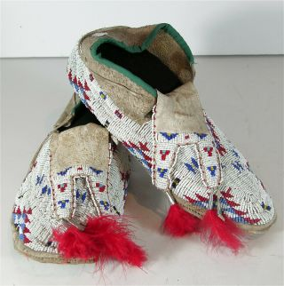 Ca1920 Pair Native American Sioux Indian Bead Decorated Hide Moccasins Beaded
