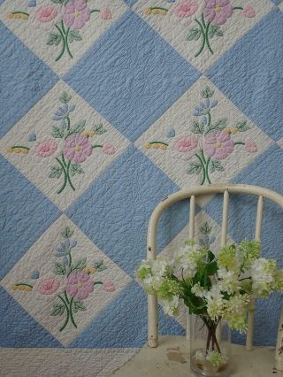 Lovely Vintage Cottage Garden Bouquet Applique Blue & White Quilt 86x70 ""