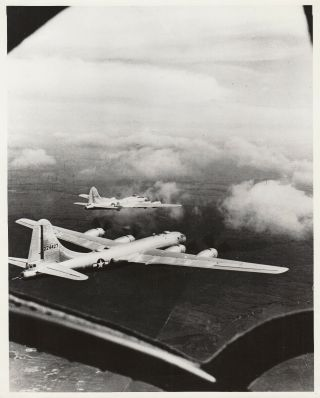 B - 29 Superfortess B - 17 Flying Fortress Test By Boeing Aircraft - 1944