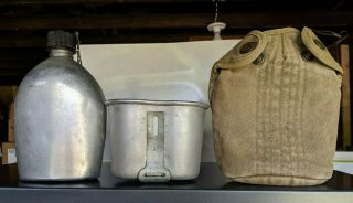 Wwii Canteen - Us 1945 - W/ Case And Cup