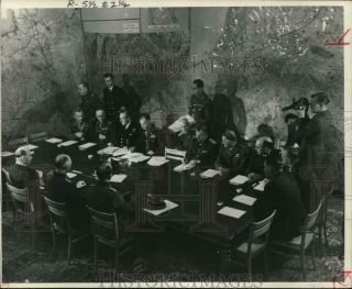 1945 Press Photo German And Allied Heads Sign Peace Terms In Rheims - World War Ii