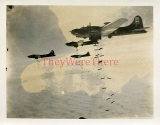 Wwii Photo - 390th Bomb Group - B 17 Bomber Planes Drop Bombs Over Target