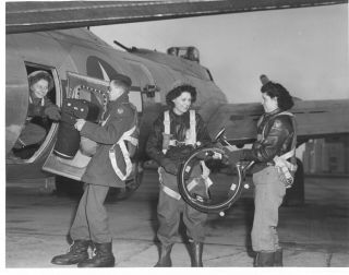 Waac Air Crew A - 2 Jackets Aerial Cameras Into B - 17 Plane Wwii Photo