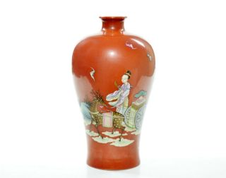 A Very Fine Chinese Famille Rose Porcelain Vase